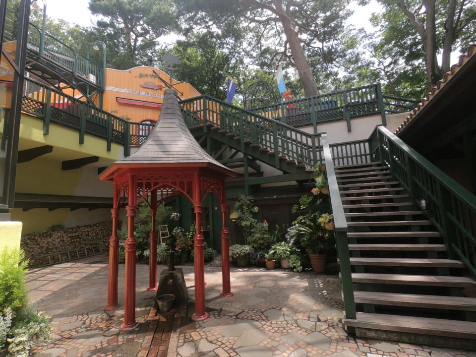 ジブリ美術館 中庭井戸