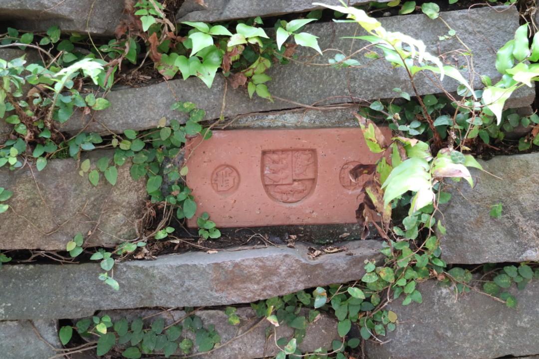 ジブリ美術館紋章の入ったレンガ